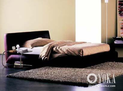 艾宝/床垫外包裹一层天然材质的套子,可以起到保护作用。艾宝Flou