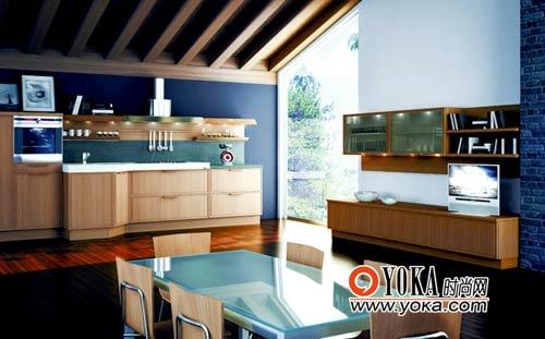 与木质房梁结合在一起衬托出厨房自然质朴的空间气质。