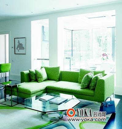 B&B意大利沙发将明亮的客厅点缀一新。