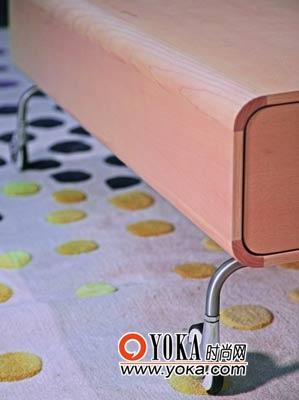 颜色清雅的羊毛地毯最适合秋冬季,符合简单设计的精髓。曲美