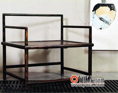 横平竖直的椅凳规矩平稳,浓郁的中式风格之中又泛着北欧的极简主义。