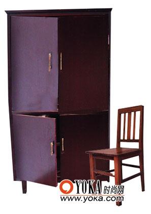 旧立柜和旧椅子