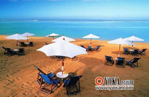 留尼汪岛的豪华<a href='http://bbs.tourist.net.cn/index.asp?boardid=13' target='_blank'>酒店</a>都有私人海滩,远处是公共海滩的人声喧扰,而这里却可以享受无人打扰的清静时光。