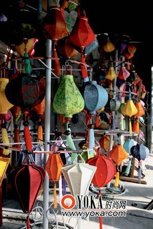 越南手工艺品大多用竹、纸等原料做成,对于来自东方的游客似乎吸引力不够。